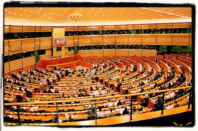 Istituzioni, parlamenti e stupidità